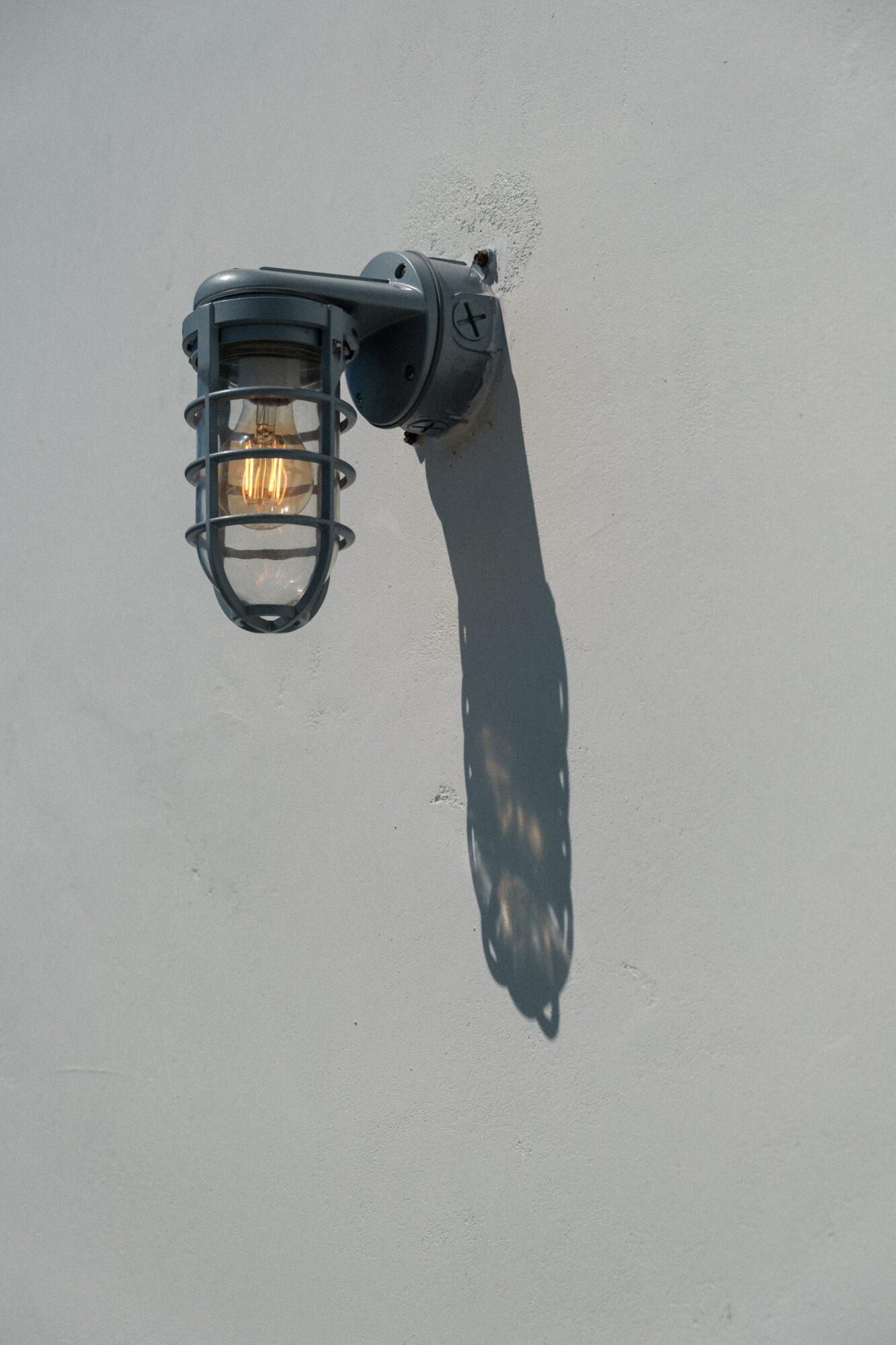 Sensorlamper øger sikkerheden i dit hjem og på din arbejdsplads