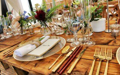 Sådan dækker du det perfekte festbord til dit arrangement
